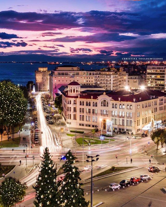 Як виглядає життя у Греції: яскраві вуличні фото - фото 383972