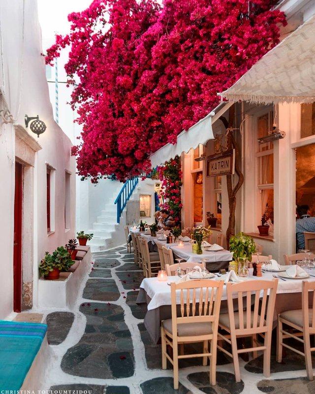 Як виглядає життя у Греції: яскраві вуличні фото - фото 383977