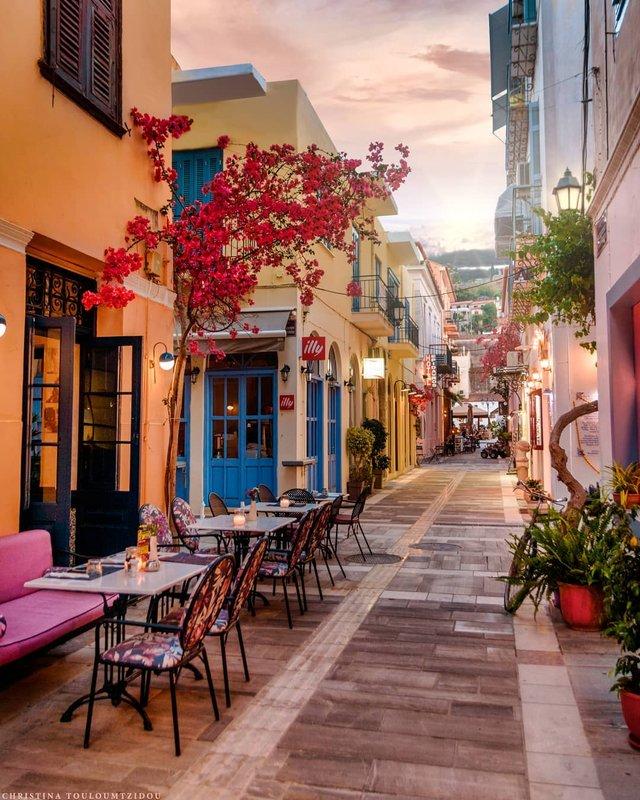 Як виглядає життя у Греції: яскраві вуличні фото - фото 383981