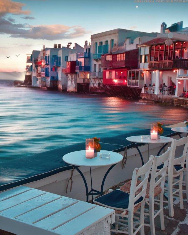 Як виглядає життя у Греції: яскраві вуличні фото - фото 383986