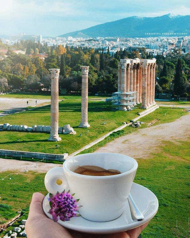 Як виглядає життя у Греції: яскраві вуличні фото - фото 383990