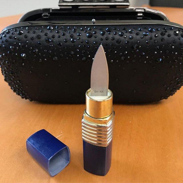 Рогатка та щітка-ніж: транспортна поліція США показує дивні речі пасажирів - фото 384014