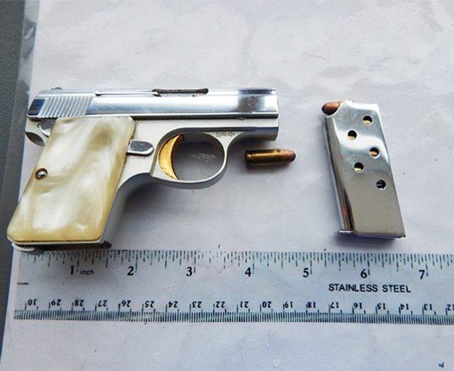 Рогатка та щітка-ніж: транспортна поліція США показує дивні речі пасажирів - фото 384016