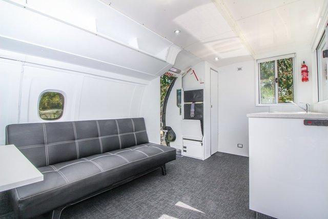 З навчального літака зробили крутий невеликий дім: фото - фото 384088