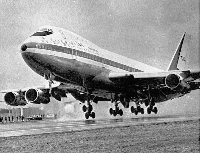 Перший політ найбільшого у світі пасажирського літака Boeing 747 - фото 384678