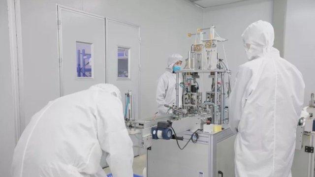Foxconn наразі займається випуском медичних масок  - фото 384846