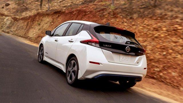 Nissan Leaf  - фото 385160
