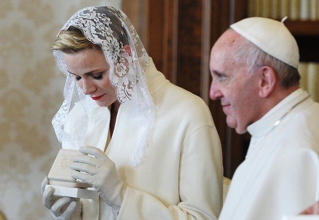 Експерти пояснили, чому Олена Зеленська у Ватикані була в чорному - фото 385184
