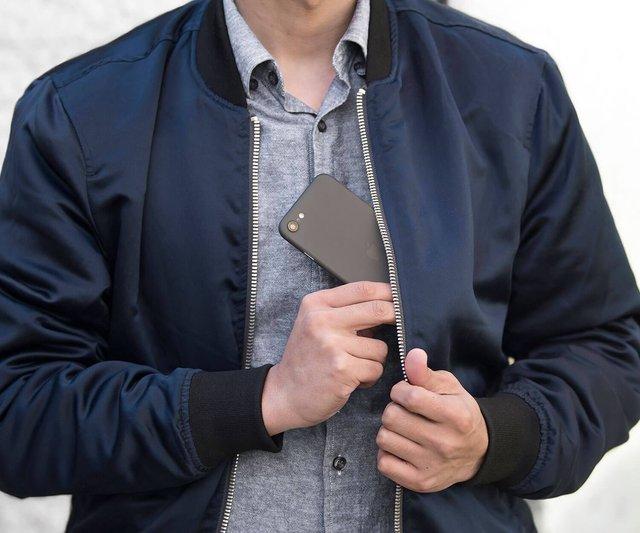 Totallee випустила чохли для наступника iPhone SE - фото 385390