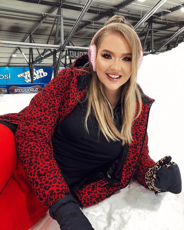 Ведучою Євробачення 2020 стане блогерка-трансгендер: фото ефектної красуні - фото 385412
