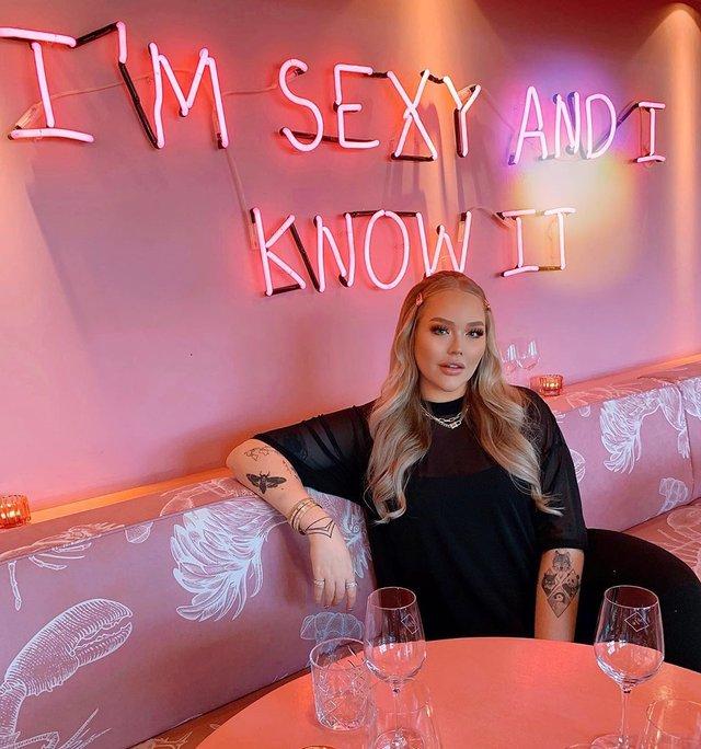 Ведучою Євробачення 2020 стане блогерка-трансгендер: фото ефектної красуні - фото 385417