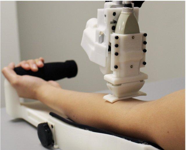 Робот знаходить вену швидше, ніж медсестри  - фото 385662