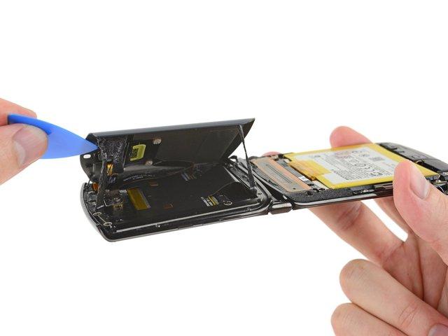 В iFixit розібрали новий Motorola RAZR (2019): чи просто ремонтувати смартфон - фото 385896