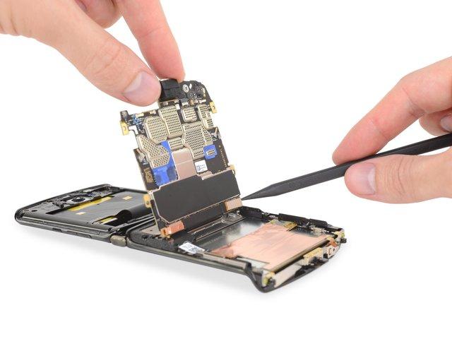 В iFixit розібрали новий Motorola RAZR (2019): чи просто ремонтувати смартфон - фото 385897