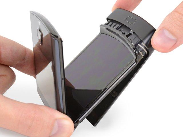 В iFixit розібрали новий Motorola RAZR (2019): чи просто ремонтувати смартфон - фото 385898