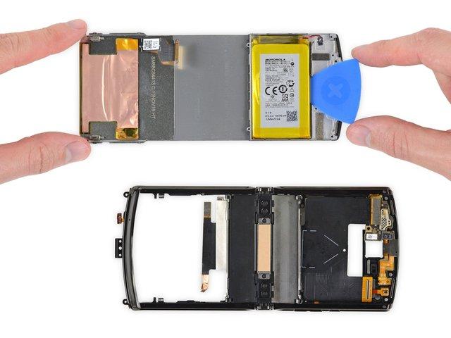 В iFixit розібрали новий Motorola RAZR (2019): чи просто ремонтувати смартфон - фото 385899
