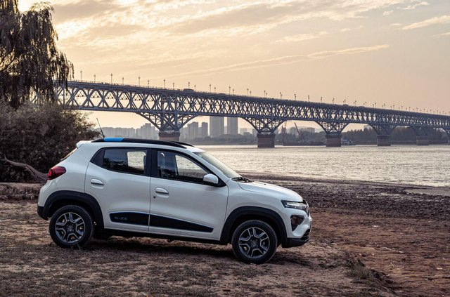 Renault випустить бюджетний електромобіль - фото 386026