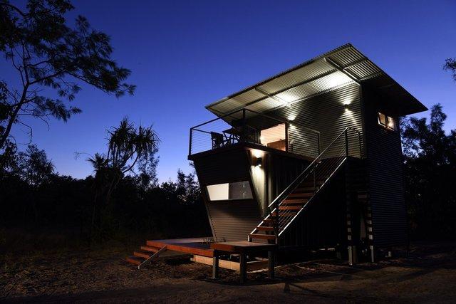 Австралійці зробили дім для мандрівників із контейнерів: ефектні фото - фото 386307