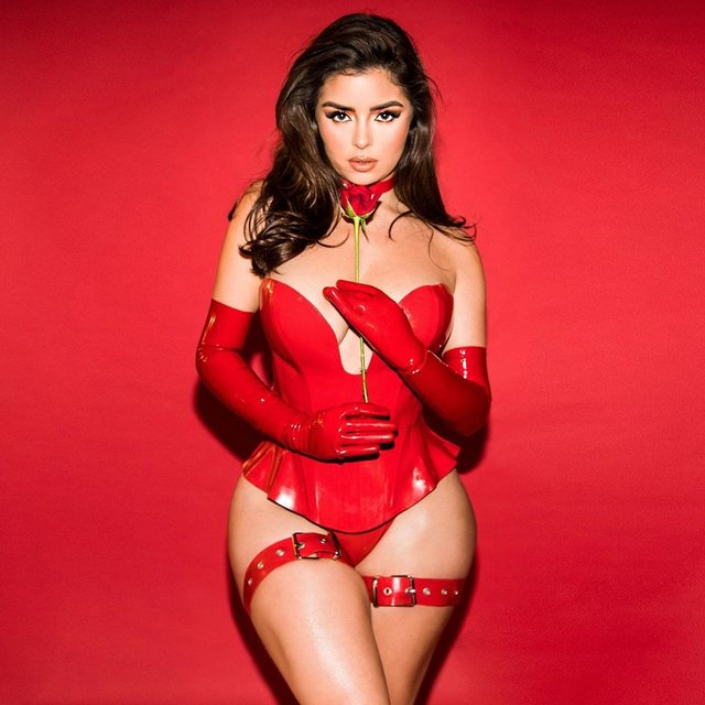 Гаряча валентинка: Демі Роуз шокувала сексуальними фото - фото 386366