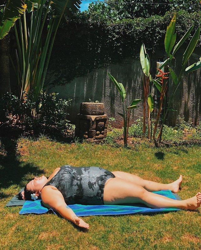 Реперка alyona alyona в купальнику похизувалася гнучкістю: фото - фото 386535
