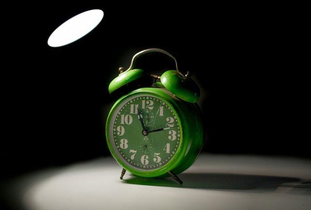 якого числа в Україні треба переводити стрілки годинника - фото 386548