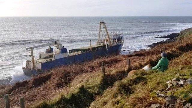Біля берегів Ірландії з'явився корабель-привид: фотофакт - фото 386673