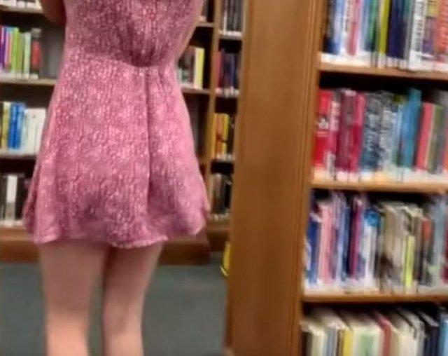 Американка зняла порно у переповненій бібліотеці та опублікувала на Pornhub - фото 386677