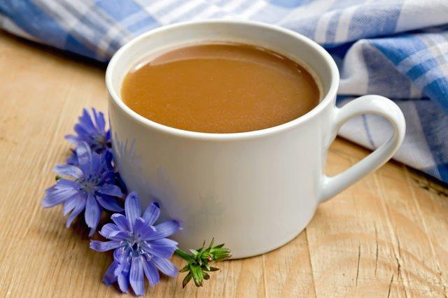 Науковці рекомендують замінити каву на цикорій - фото 386968