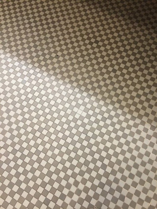 Пекло перфекціоністів: епічні фото підлоги, де щось пішло не так - фото 387096