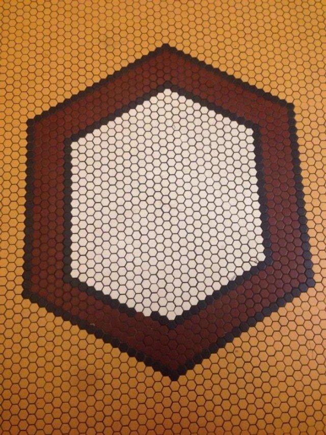 Пекло перфекціоністів: епічні фото підлоги, де щось пішло не так - фото 387102