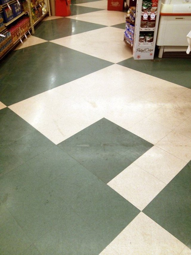 Пекло перфекціоністів: епічні фото підлоги, де щось пішло не так - фото 387110
