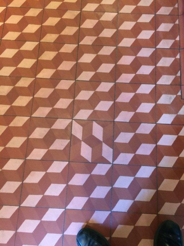 Пекло перфекціоністів: епічні фото підлоги, де щось пішло не так - фото 387113