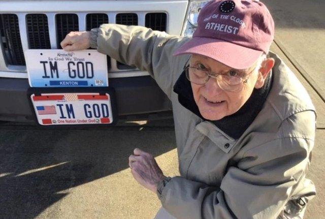 Я – Бог: американець відсудив 150 тисяч доларів за номерний знак - фото 387192