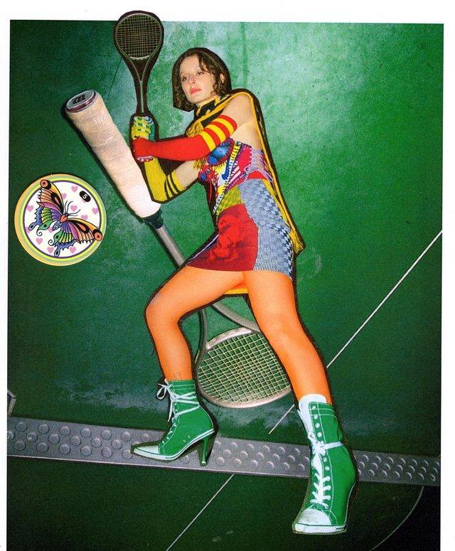 Дизайнерка створює корсети з кросівок Adidas: це треба бачити - фото 387304