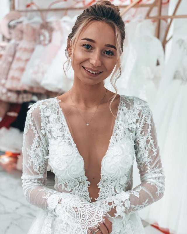 Юна наречена Віктора Павліка показала себе у весільній сукні - фото 387316