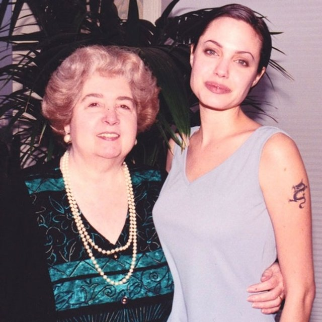 У Бельгії знайшли незвичний фотоальбом жінки зі світовими зірками - фото 387492