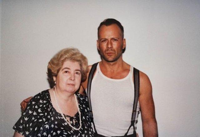 У Бельгії знайшли незвичний фотоальбом жінки зі світовими зірками - фото 387493