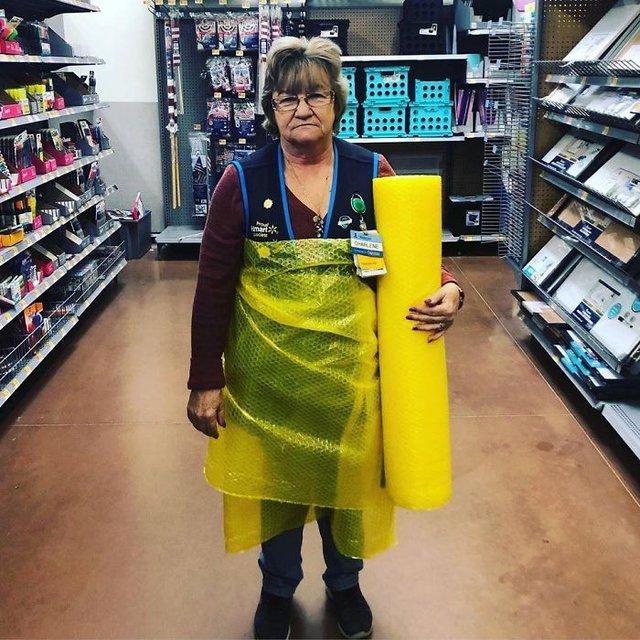 Співробітниця Walmart показала, як фотографуватися з товаром, аби його купили - фото 387579