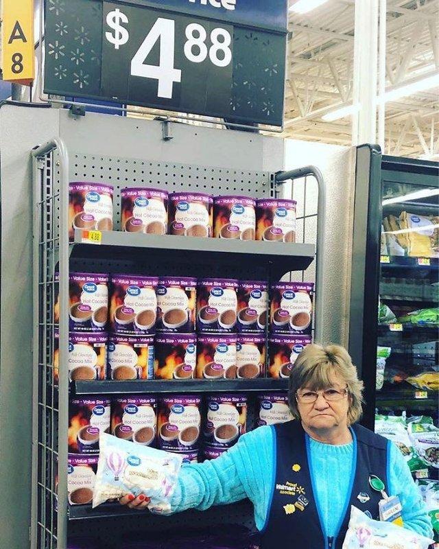 Співробітниця Walmart показала, як фотографуватися з товаром, аби його купили - фото 387596