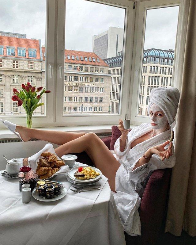 Леся Нікітюк спокушає прихильників своїми стрункими ніжками - фото 387614
