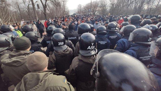 Що іноземні ЗМІ написали про хаос у Нових Санжарах - фото 387620