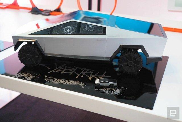 Легендарний Hot Wheels випустив іграшковий Cybertruck на радіокеруванні: фото - фото 387878