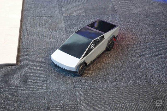 Легендарний Hot Wheels випустив іграшковий Cybertruck на радіокеруванні: фото - фото 387880