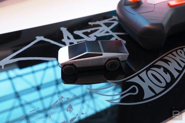 Легендарний Hot Wheels випустив іграшковий Cybertruck на радіокеруванні: фото - фото 387881