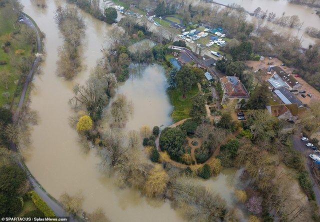 Багатомільйонний особняк Джорджа Клуні затопило: фотопорівняння - фото 387975