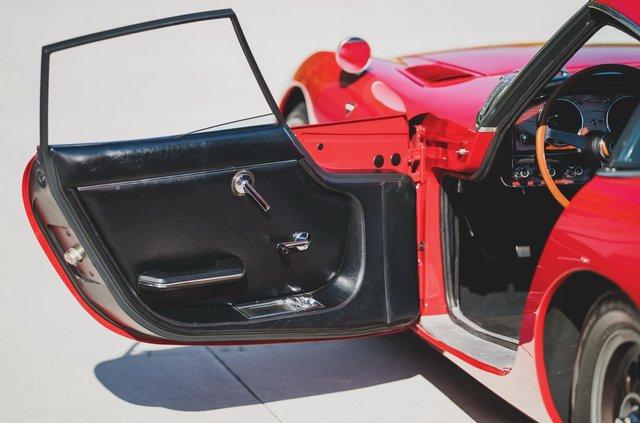 З молотка піде спорткар Toyota 2000GT: як виглядає прапрадідусь Supra - фото 388063