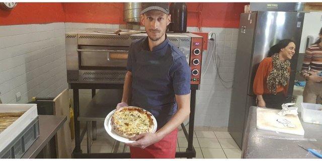 У Франції приготували піцу з рекордною кількістю сирів: відеофакт - фото 388351