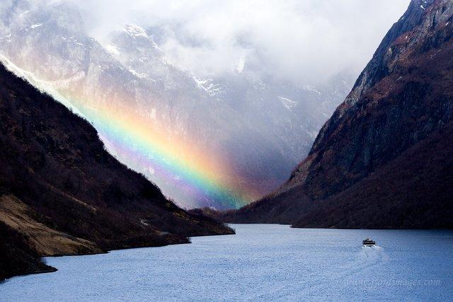 Яскраві фото Норвегії, які надихають на мандри - фото 388601