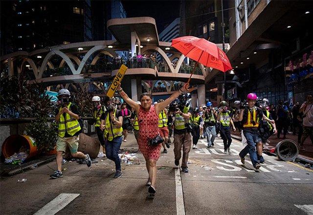 Фотографії, що вражають: названі фіналісти World Press Photo 2020 - фото 388615