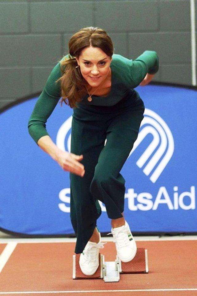 Кейт Міддлтон позмагалася з атлетами у бігу - фото 388897